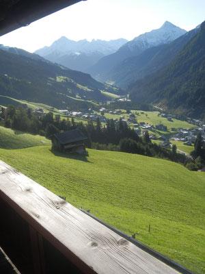 Blick vom Balkon des Samerhofs Richtung Zillertal/Finkenberg