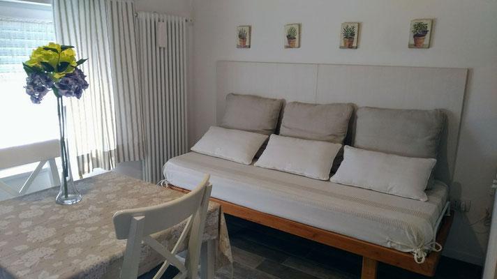 Angolo soggiorno camera Ortensia   | B&B Residenza Iris a Trento