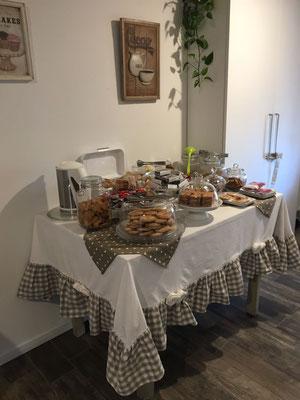 Buffet self service | B&B Residenza Iris Trento