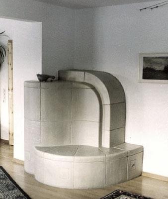 keramischer Grundofen, vom Flur aus zu beheizen, in Eckernförde