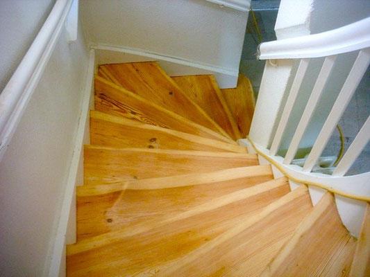 Acryl-Wasserlack Aqua Standard auf Treppen