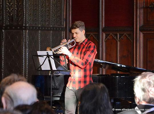 Simon Hoeven (begleitet am Klavier von Walter Fend) - Vernissage 11. Korneuburger Kunstkilometer im Korneuburger Rathaus
