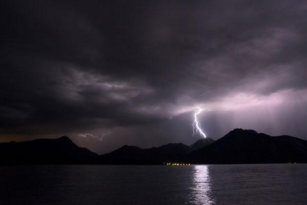 Blitzeinschlag in den Heimgarten / Deutschland (Bildnummer 756108-3)