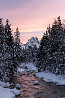 Abendrot am Rissbach / Östliche Karwendelspitze