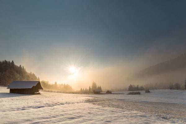 Winterliche Morgenstimmung bei Garmisch-Partenkirchen / Deutschland (Bildnummer 812815)