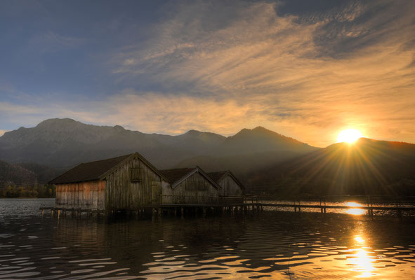 Fischerhütten am Kochelsee mit Sonnenuntergang / Deutschland (Bildnummer 9161_2)