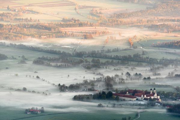 Nebel über Benediktbeuren / Deutschland (Bildnummer 758571)
