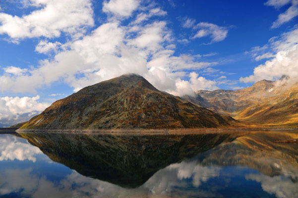 Spiegelung am Lago di Spluga / Italien (Bildnummer 090927_2163)