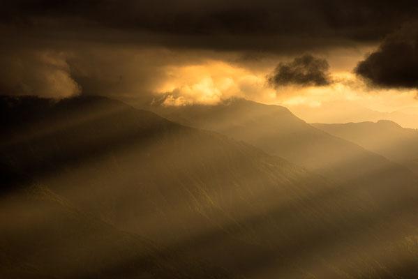 Tiroler Berghänge im abendlichen Streiflicht / Österreich (Bildnummer 819016)