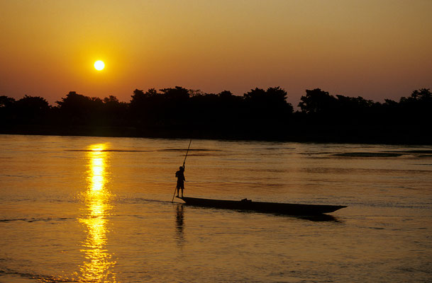 Flussabwärts / Nepal (Diafilm Bildnummer 22221)