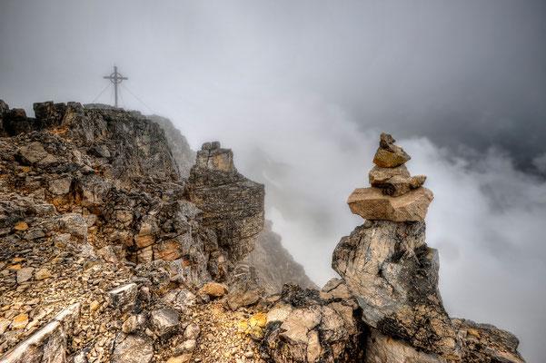Gipfel der Birkkarspitze mit Steinmännchen / Österreich (Bildnummer 150724_4533)