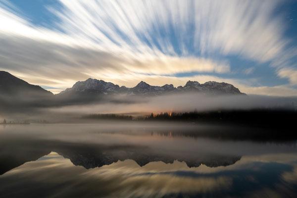 Wolkenzug über dem Karwendel und Barmsee