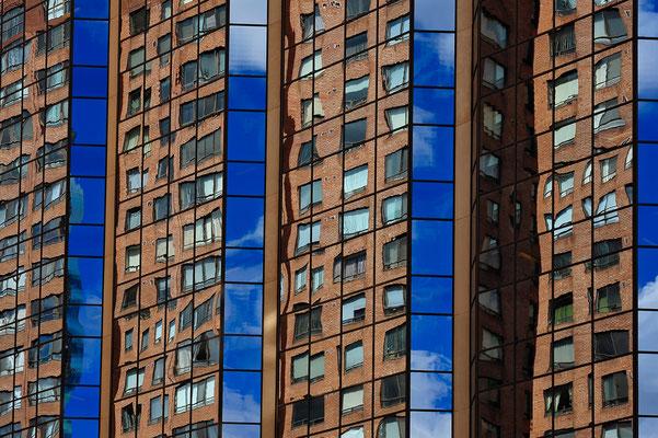 Spiegelung einer Häuserfront in Toronto / Kanada (Bildnummer 120910_1799)