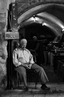 Mittagsschlaf in der Altstadt von Jerusalem / Israel (Bildnummer 100314_3759)