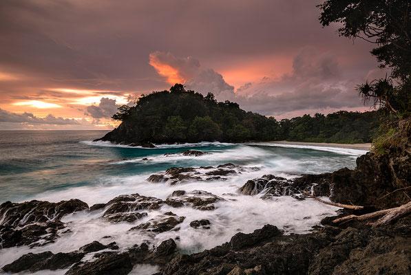 Sonnenuntergang auf der Schildkröteninsel Bangkaru / Indonesien (Bildnummer 2568)
