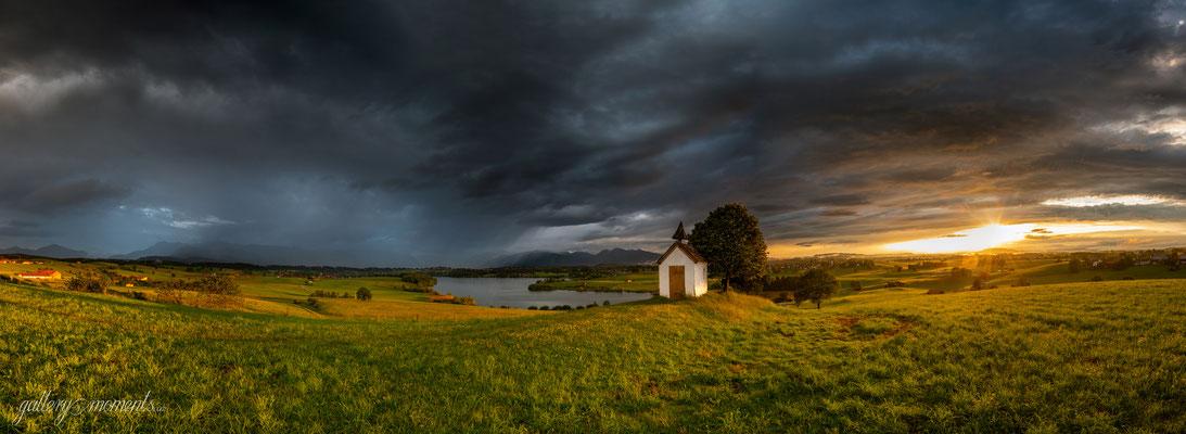 Unwetterstimmung während Sonnenuntergang am Riegsee / Deutschland (Bildnummer 1116923)