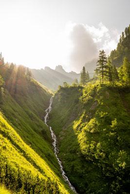 Sonnenaufgang in den kleinen Tälern des Karwendel