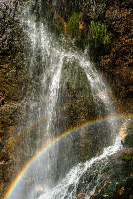 Regenbogen am Wasserfall I