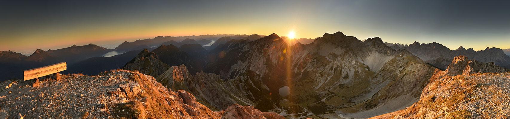 Sonnenaufgang über den Soiernseen, Schöttelkarspitze / Deutschland (Bildnummer 181010)