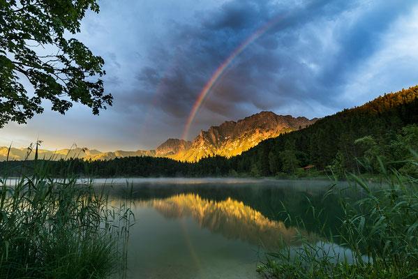 Regenbogen am Lautersee bei Mittenwald / Deutschland ( Bildnummer 170630)