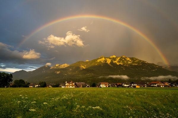 Regenbogen über Krün & Soierngruppe