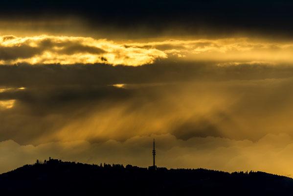 Dunkle Lichtstimmung am Peißenberg