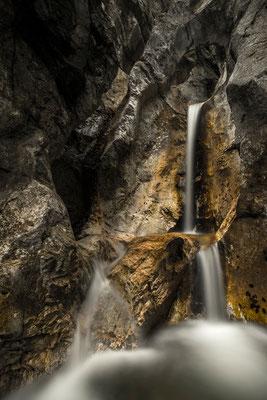 Wasserfall mit Steinloch bei Kochel / Deutschland (Bildnummer 757663)