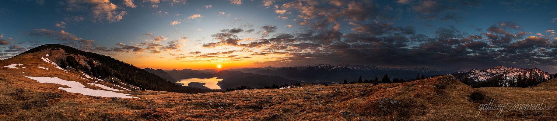 Sonnenaufgang über dem Walchensee, Blick vom Simetsberg / Deutschland (Bildnummer 11128888)