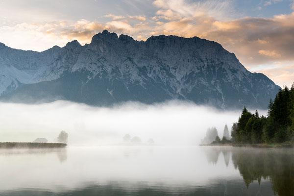 Morgenrot am herbstlichen Schmalensee