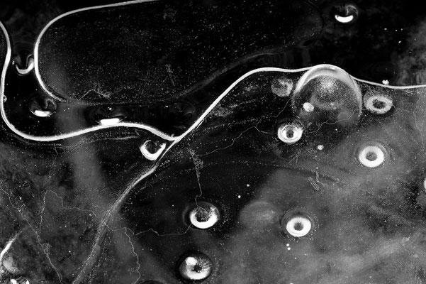 Formen an der Eisdecke eines Sees  / Deutschland (Bildnummer 7001257)