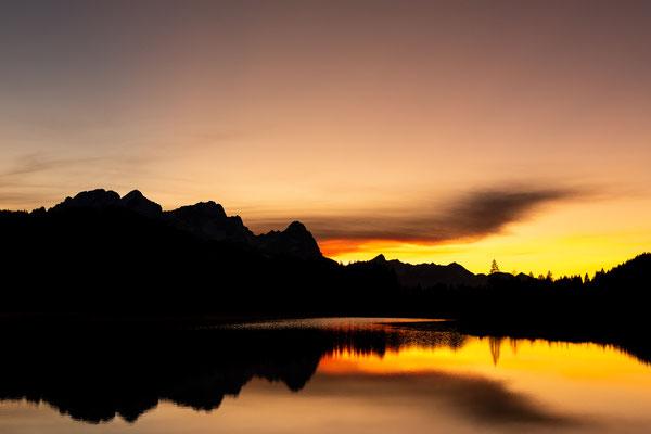 Sonnenuntergang am Zugspitzmassiv