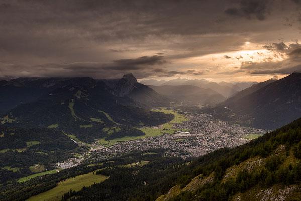 Lichtstimmung über Garmisch-Partenkirchen / Deutschland (Bildnummer 819200)