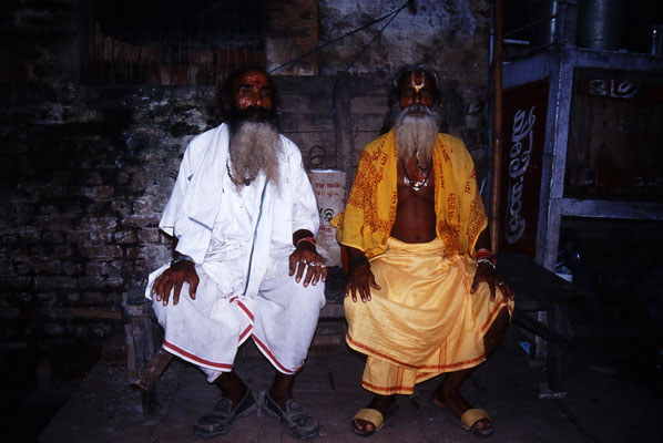 Priester in Varanasi / Indien (Diafilm Bildnummer 22289)