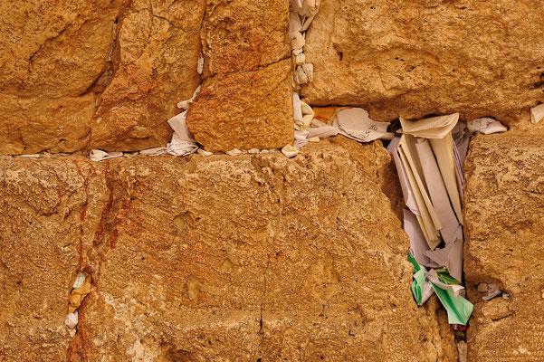 Gebetszettel in der Klagemauer / Israel (Bildnummer 100314_3765)
