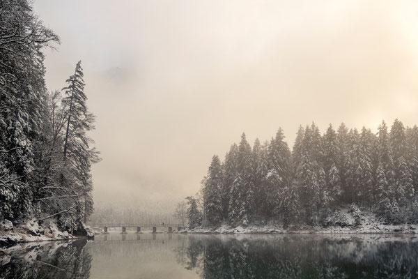 """""""Die Brücke"""" die Zugspitze schaut noch bisserl durch den Nebel"""