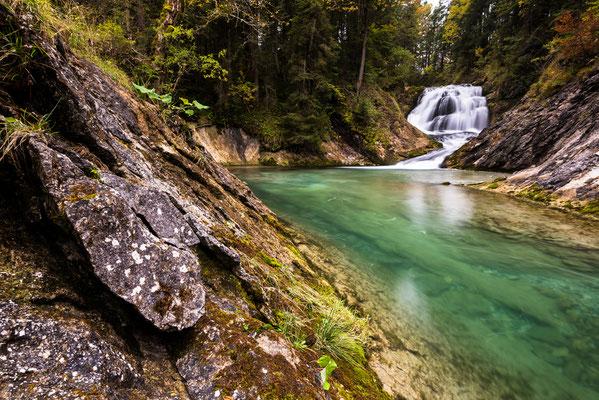 Wasserfall zwischen Wallgau und Obernach / Deutschland (Bildnummer 27902)