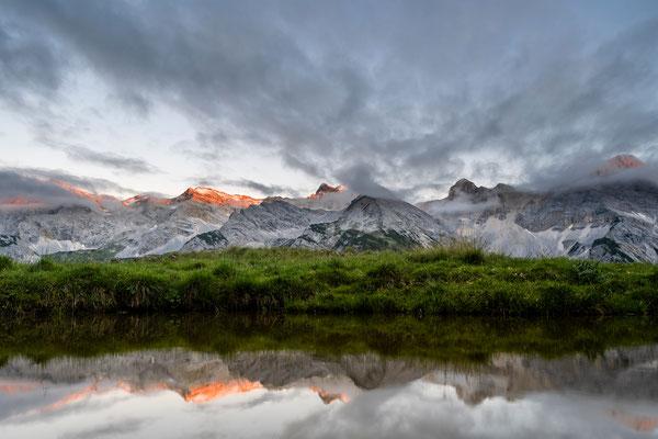 Kleines Alpenglühen der Hinterau-Vomper-Kette im Karwendel