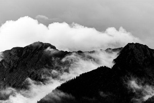 Herzogstand und Heimgarten in dichten Wolken