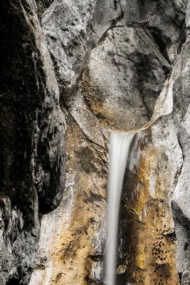 Weg durch den Stein, Wasserfall bei Kochel / Deutschland (Bildnummer 757602)