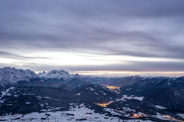 Blick nach Garmisch am Abend