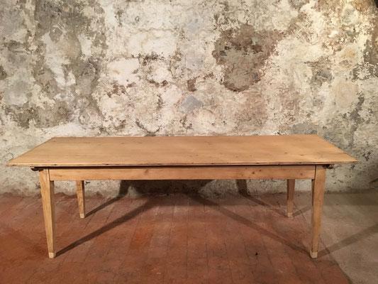 Tannenholztisch, 238 x 76.5cm, H: 77.5cm