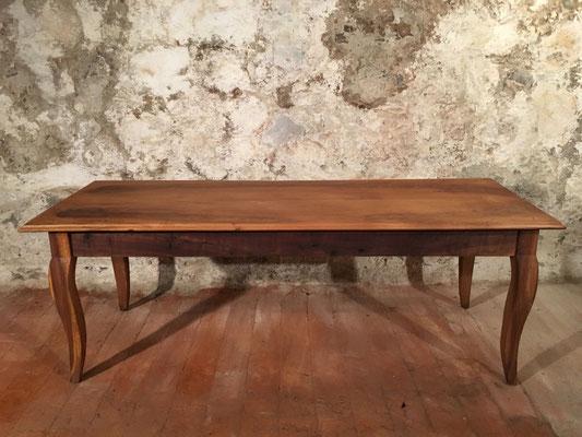 Nussbaumtisch, 220 x 79cm, H: 78cm