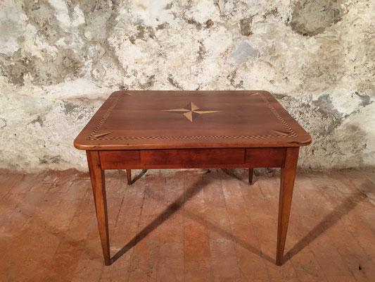 Kirschbaumtisch mit Intarisen und Schublade, 113 x 99cm H: 77.5cm