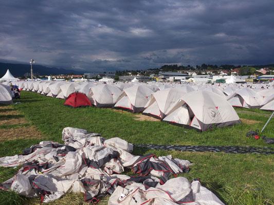 Die Zelte stehen wieder...