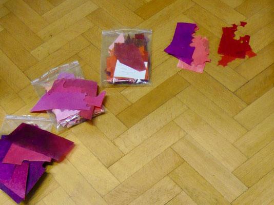 Verschieden gefärbte Pergamente