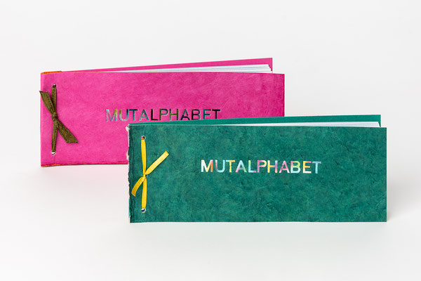 Katalogbüchlein mit festem Rückdeckel und Prägung auf dem Deckel à 25 Euro