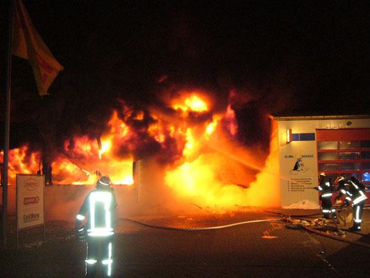 09.02.12 B - Feuer in einem KFZ Betrieb am Querkamp