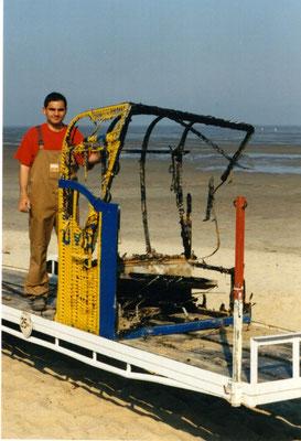 11.05.98 - Hier haben Spaßvögel mal wieder einen Strandkorb angezündet :-( © FF-Duhnen