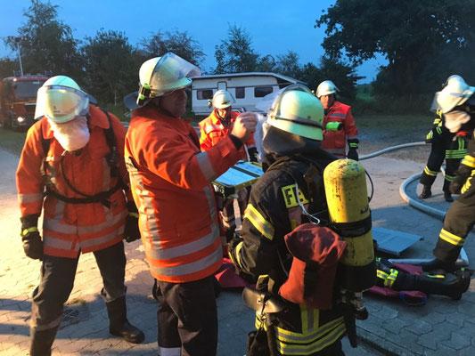 Die Zeiten der Einsatztrupps werden bei der Atemschutzüberwachung notiert © FF.Cuxhaven-Duhnen
