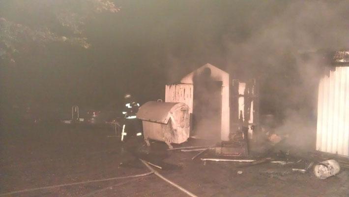 15.10.11 A - Feuer im Anbau einer Lokalität in der Cuxhavener Straße © FF-Duhnen